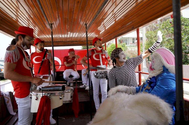 19 Mayıs Atatürk'ü Anma, Gençlik ve Spor Bayramı bando eşliğinde kutlandı