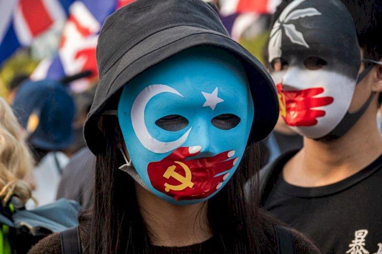 """Uygurlar bu bayramı da """"kayıp"""" ailelerini arayarak geçiriyor"""