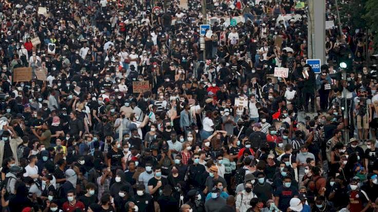 Paris'te 20 bin kişi George Floyd için toplandı