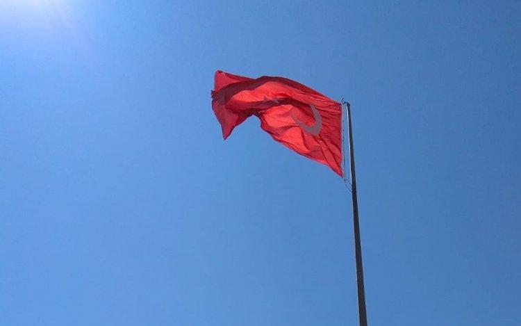 Irlamaz Vadisindeki Türk Bayrağı Yenilendi