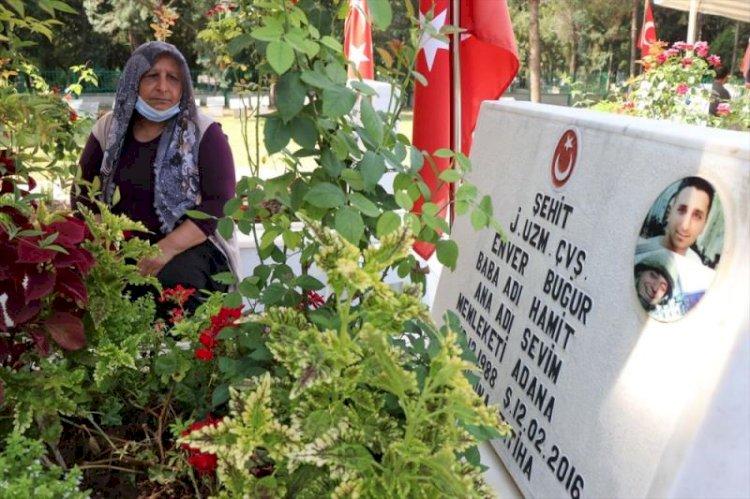 Adana'da şehitliklerde hüzünlü bayram
