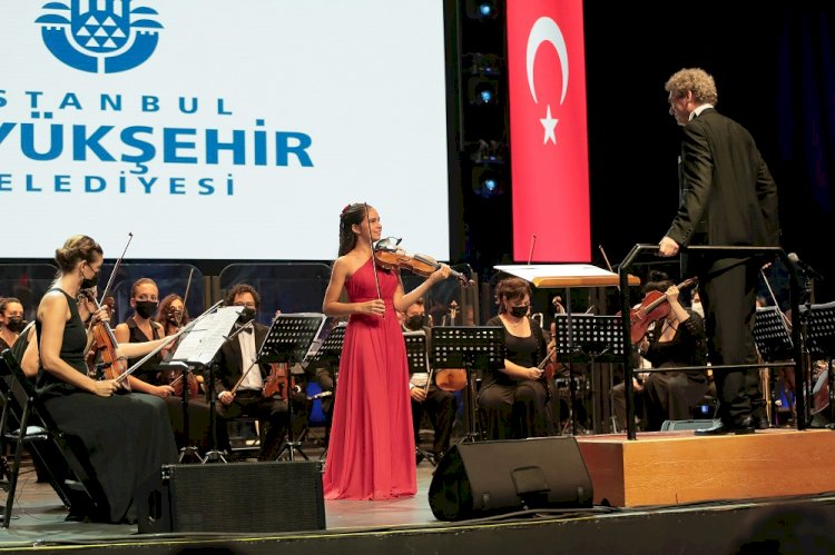 Cemal Reşit Rey Senfoni Orkestrası Müzikseverleri İspanya'ya Müzikal Yolculuğa Çıkardı.