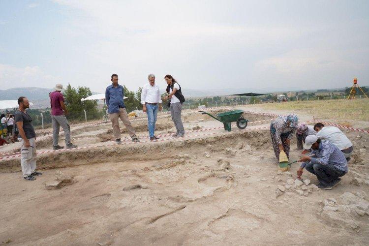 Ekşi Höyük kazı çalışmalarında 8 bin 600 yıllık kemikten iğne ve ağırşaklar bulundu