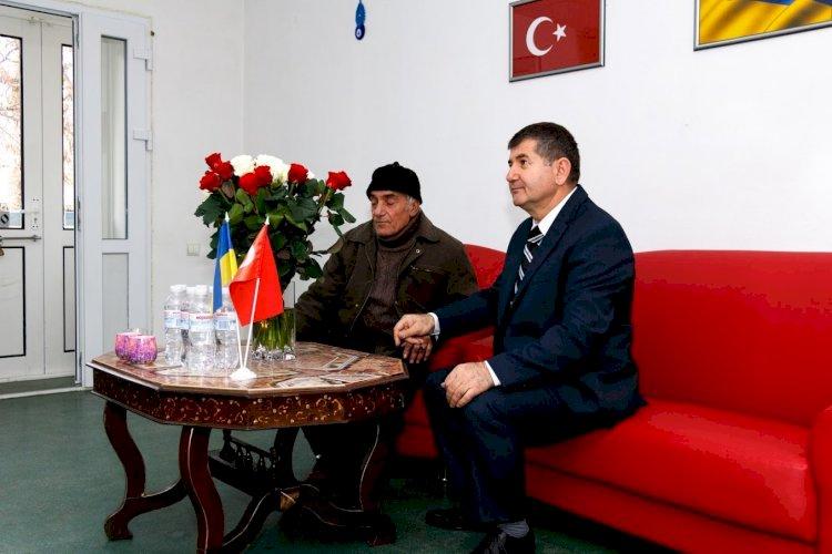 Yusuf İnan Ahıska Nikolaev  Bölgesi Dernek Başkanı İbrahim bey ile birlikte  Fond İnan'ın açılışında