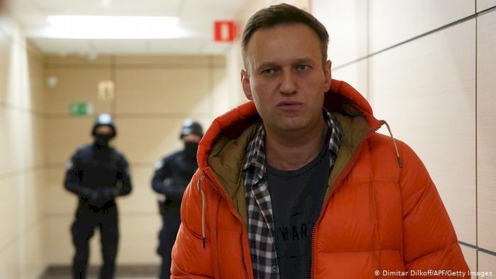 Zehirlenen Rus muhalif lider Navalni ülkesine dönüyor