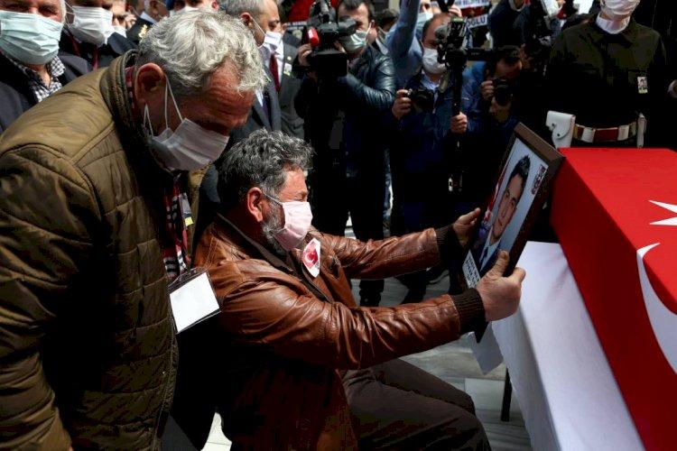 Türk Yıldızları şehidine son görev... Babasını asker selamıyla uğurladı