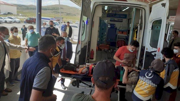 Kars'ta kamyonet şarampole devrildi: Bir astsubay şehit oldu, 3 sivil öldü, bir asker de yaralandı