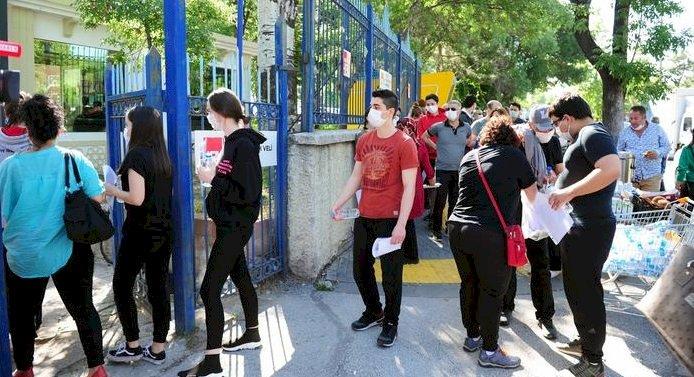 Türkiye'de aşılama yaşı 18'e düşüyor