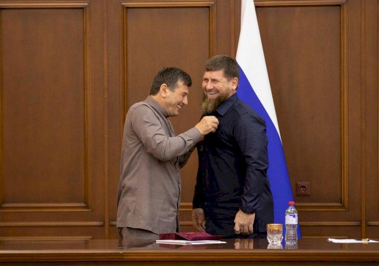Рамзану Кадырову вручили орден «Нохчийн мотт 1алашбарна а, кхиорна а»