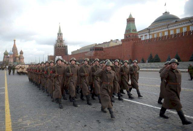 Ukrayna ordusu başkomutanı: Kızıl Meydan'da tankla gezmek isterdim