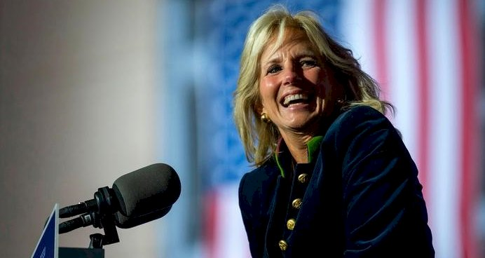 First Lady Jill Biden sınıfa dönüyor