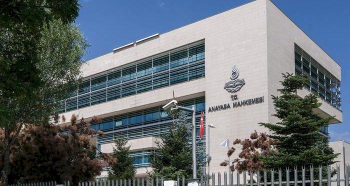 AYM'den ihraç edilen akademisyenler için çarpıcı karar