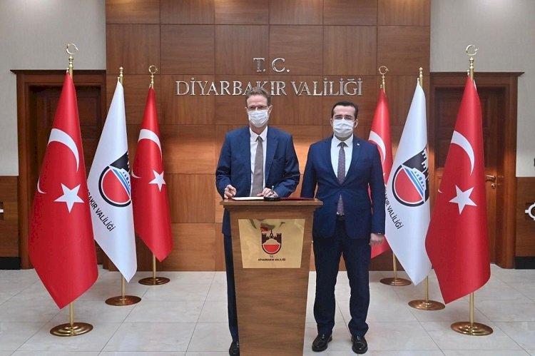 """Diyarbakır'ı ziyaret eden AB Büyükelçisi'nden Ankara'ya """"hassas"""" mesaj; Kürt sorunu ve demokratikleşme vurgusu"""