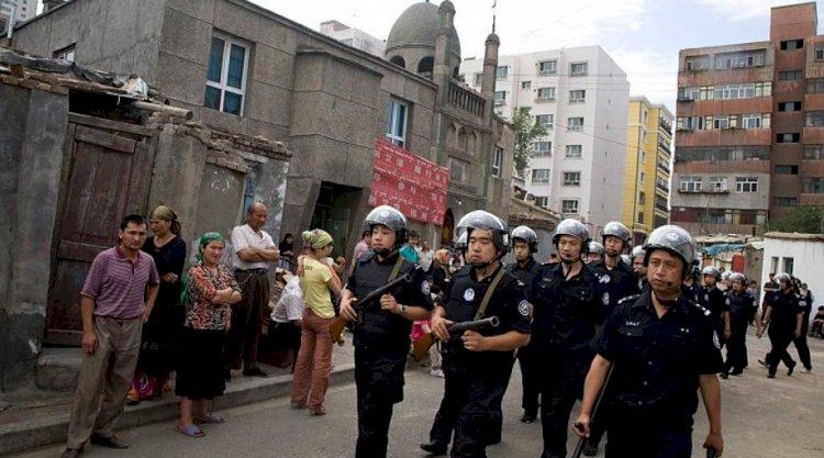 Avrupa'ya kaçan Çinli eski polis, Doğu Türkistan'da yaptıkları işkenceleri anlattı