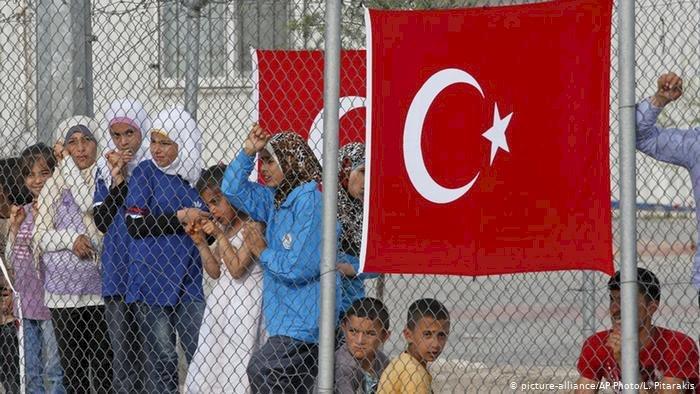 """Yorum: """"Suriyeliler Defolsun"""" eşittir """"Türken Raus"""""""