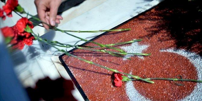 Bayram öncesi şehitliklere ziyaret  Kaynak Yeniçağ: Bayram öncesi şehitliklere ziyaret
