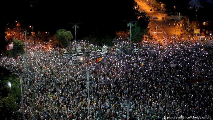 Romanya'da hükümete istifa çağrısı