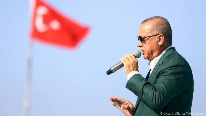 Erdoğan: Teröristlere tırlarla mühimmat gönderilmesi rahatsız edici