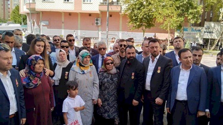 HDP kapısına birlikte dayandılar