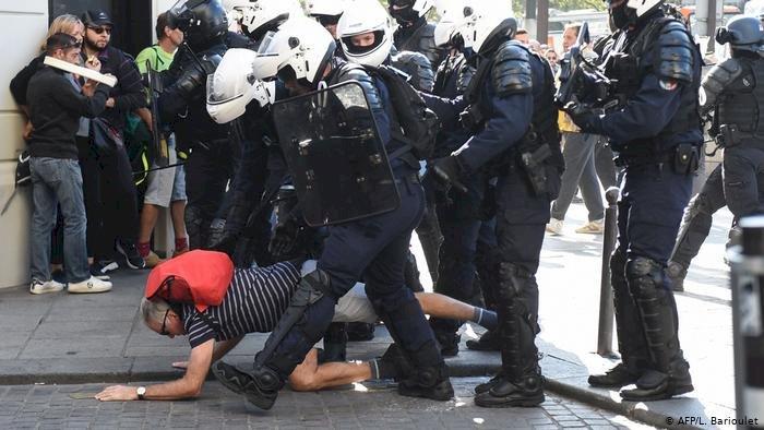 Paris'te göstericilere polis müdahalesi