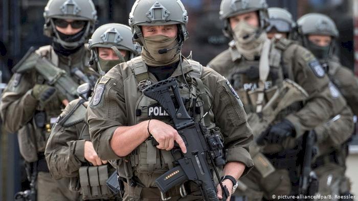 Almanya'da üç IŞİD zanlısı gözaltına alındı