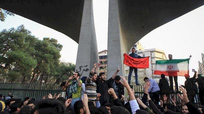 İran'ın öfkeyle imtihanı: Komplodan ötesi