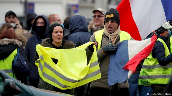 Tagesspiegel: Sarı Yelekliler Fransa'yı değiştirdi