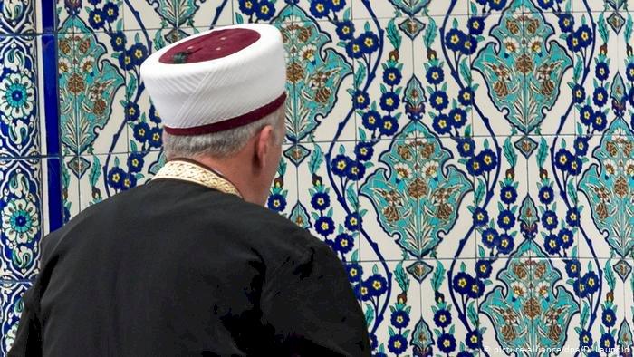 Almanya imam yetiştirmek için pilot proje başlatıyor