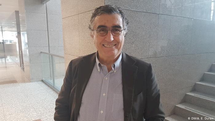 Gazeteci Hasan Cemal'e yurt dışı yasağı