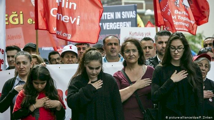 Almanya'daki Aleviler Erdoğan'a hem kırgın hem kızgın
