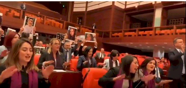 Kadın vekiller, Meclis'te Süleyman Soylu'ya karşı Las Tesis performansı sergiledi