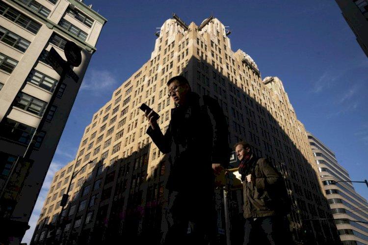 Telefon bağımlısı olan yalnızca gençler değil, yetişkinlerin de aşağı kalır yanı yok