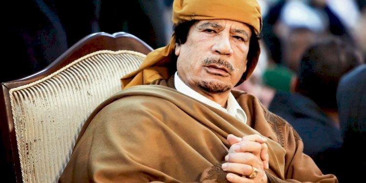 Kaddafi'ye Hançeri 'dostları' vurdu