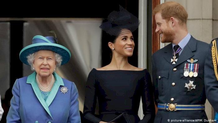 Kraliçe'den Harry ve Meghan'a onay geldi