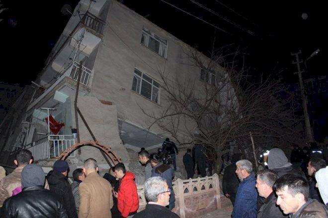 Son dakika… Elazığ depremi sonrası yıkılan binalar görüntülendi