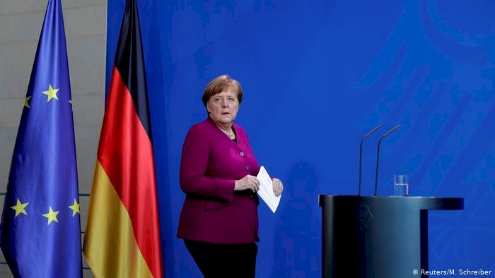 Merkel: Aşı bulunana kadar virüsle yaşayacağız